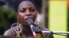 Nina Simone - Ain't Got No / I Got Life (live)