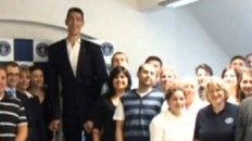 World's Tallest Man Visits the Guinness World Records Office